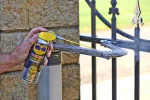 Manutenzione del cancello: semplice ed efficace con WD-40!