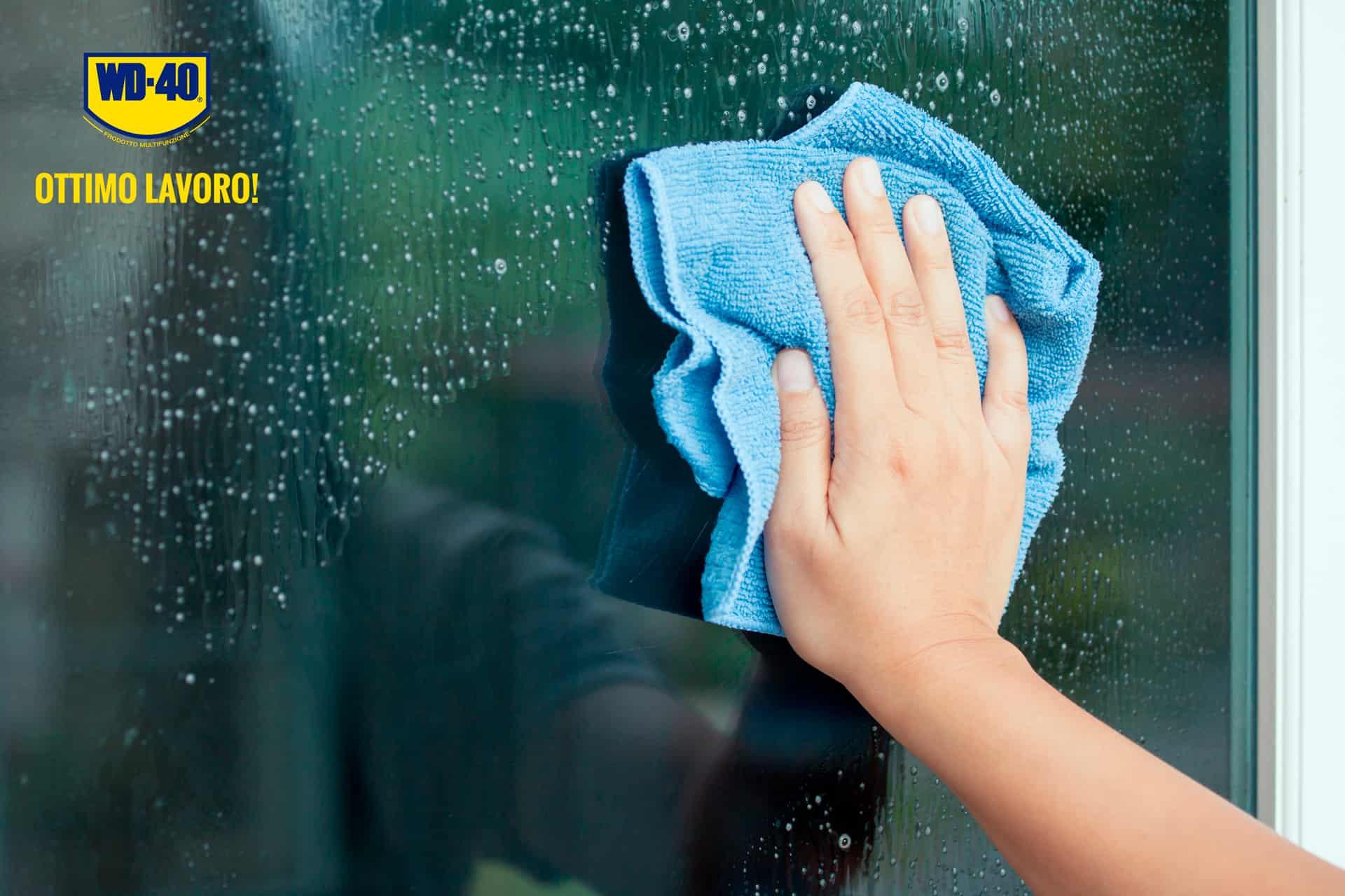 come pulire i vetri di casa