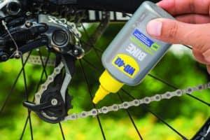 Stai partendo per una gita in bici? Non dimenticare di lubrificare la catena!