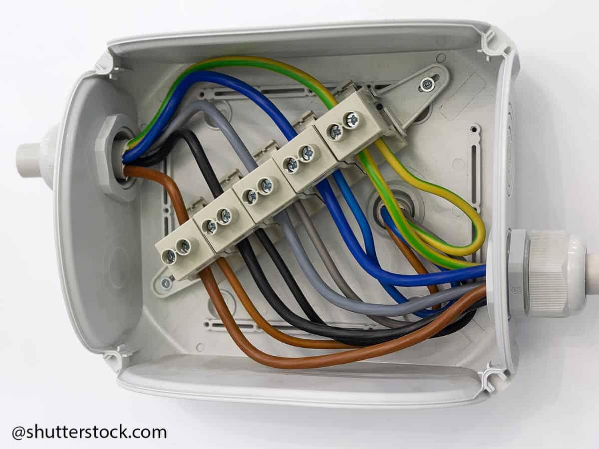 connettori elettrici in scatola di derivazione