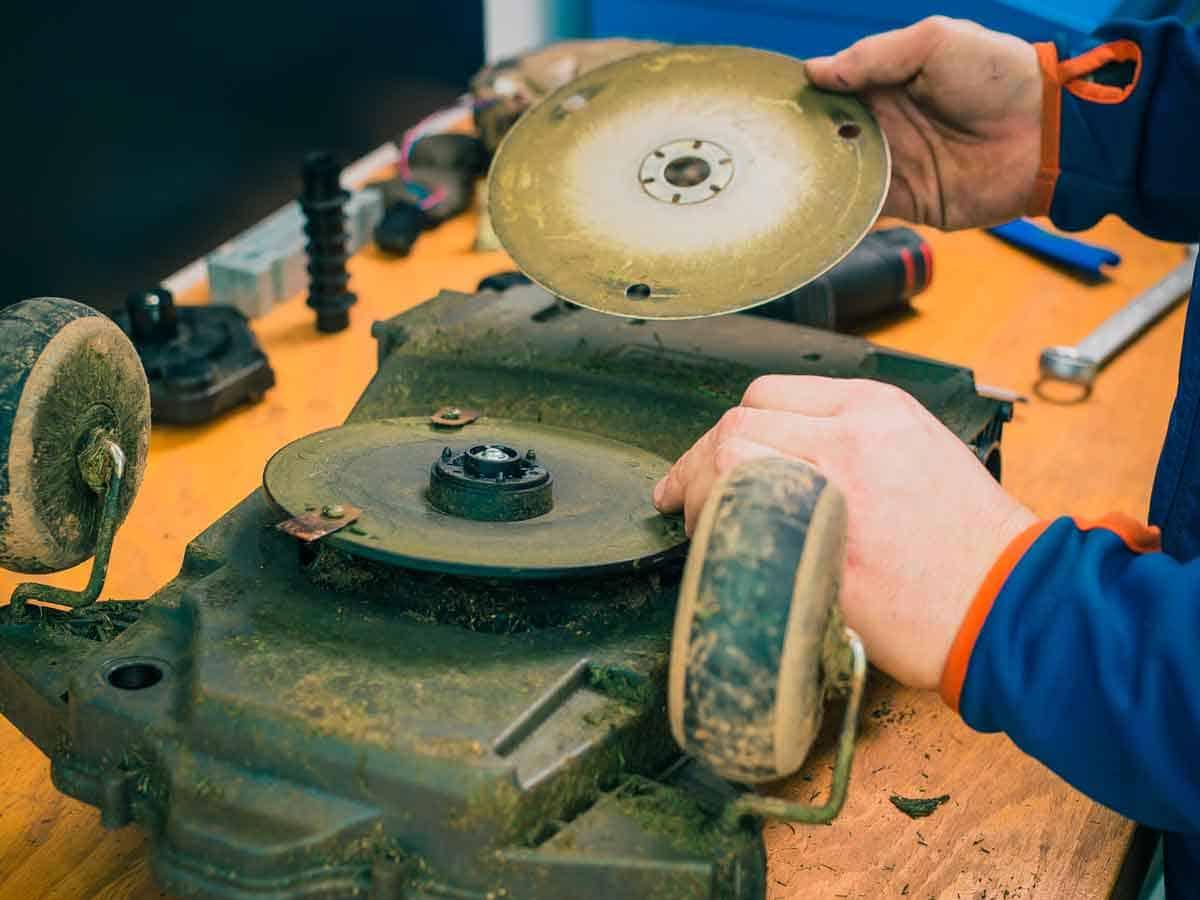come effettuare la manutenzione del robot tagliaerba6