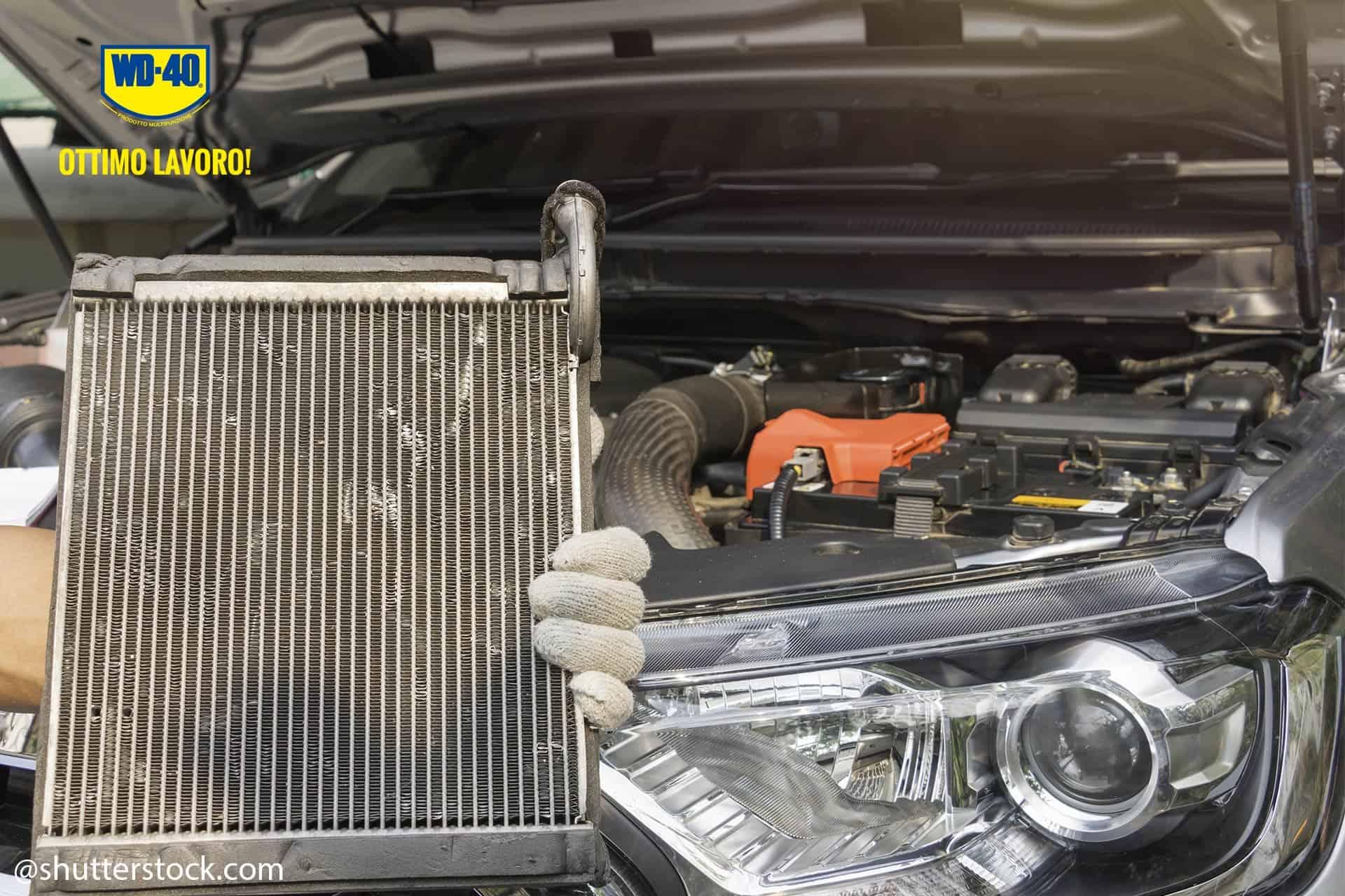 pulire il radiatore dell'auto