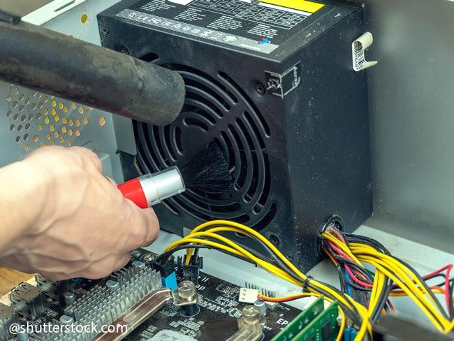 Come rimuovere la polvere dai dispositivi elettronici in modo sicuro