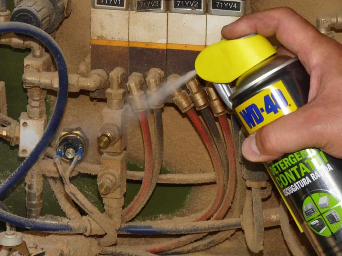 cablaggi elettrici impolverati