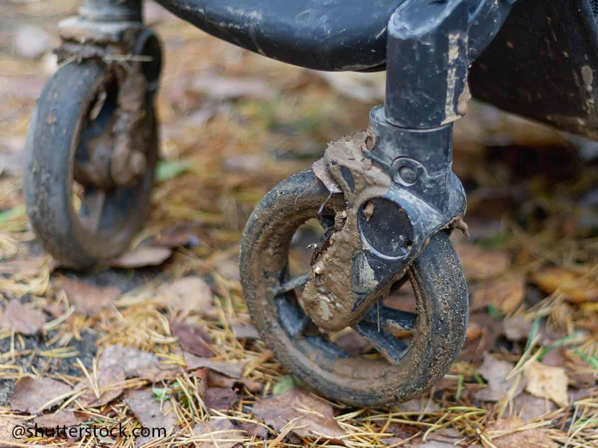 pulizia ruote passeggino