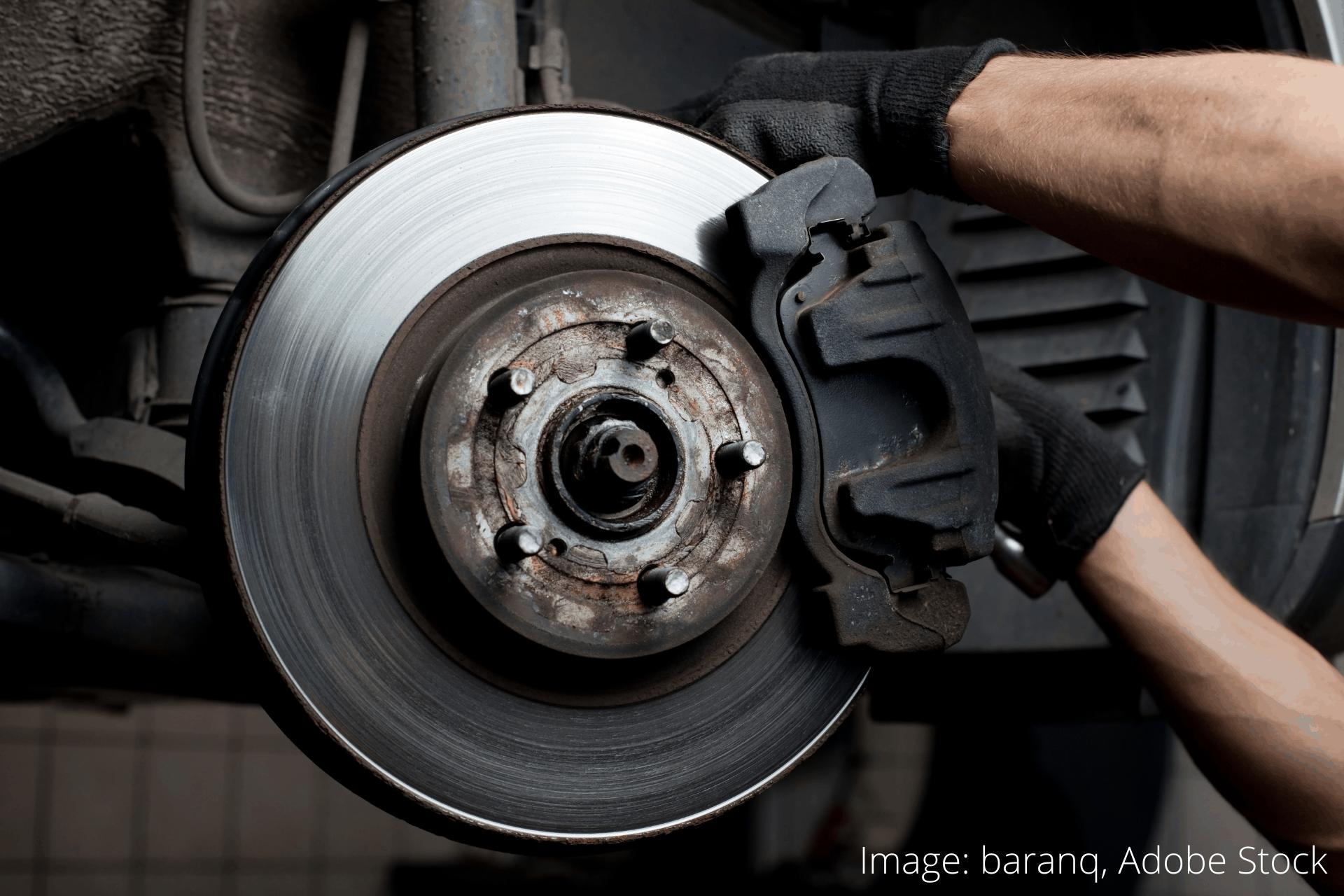 hvordan du skifter bremseklodserne på en bil