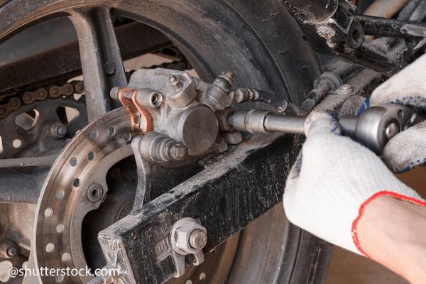replace motorbike brake pads (4)