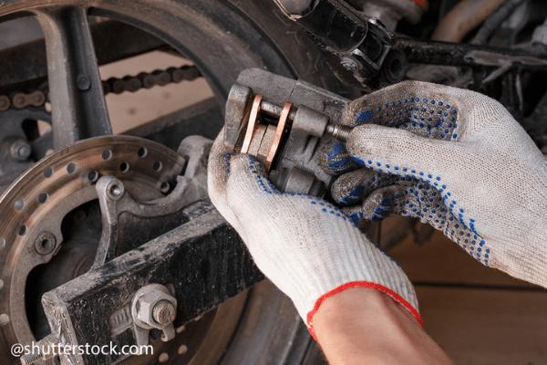 replace motorbike brake pads (2)