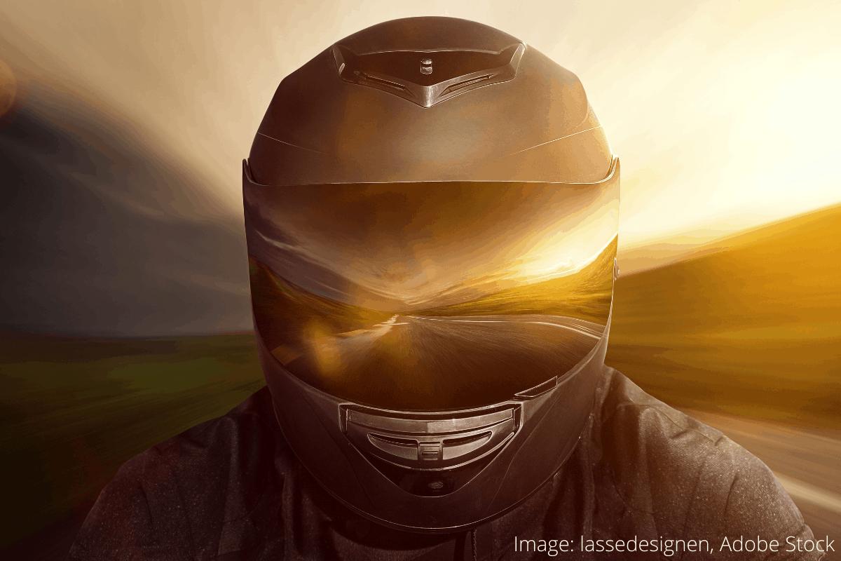 how to clean a motorcycle helmet 1