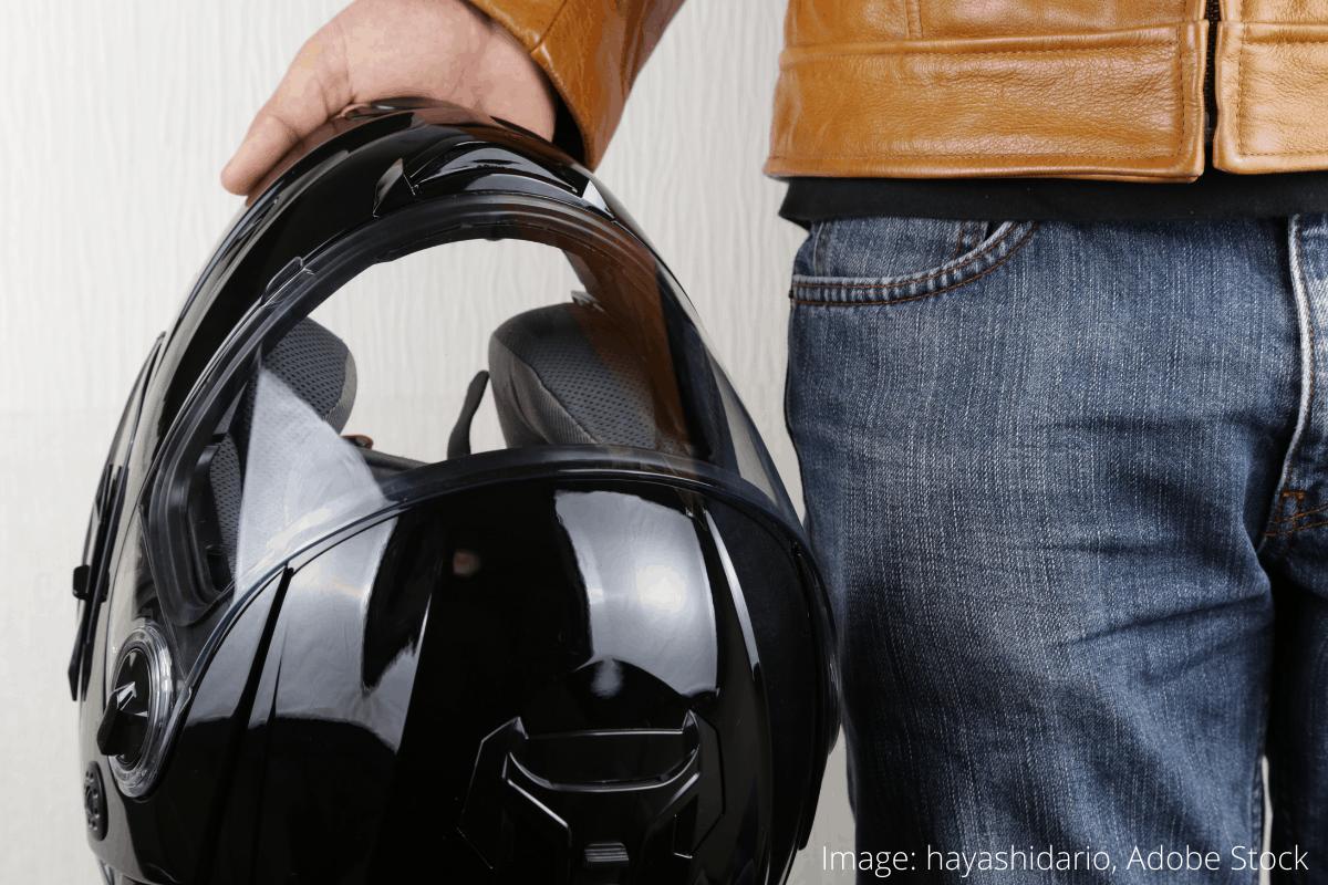 how to clean a motorcycle helmet 2