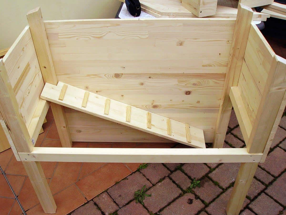 how to build a wooden rabbit hutch step 4