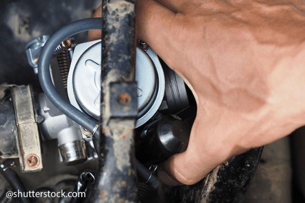 clean motorcycle carburettor (3)