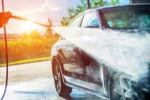 Tīrs un spīdīgs auto - mazgāšana paša spēkiem
