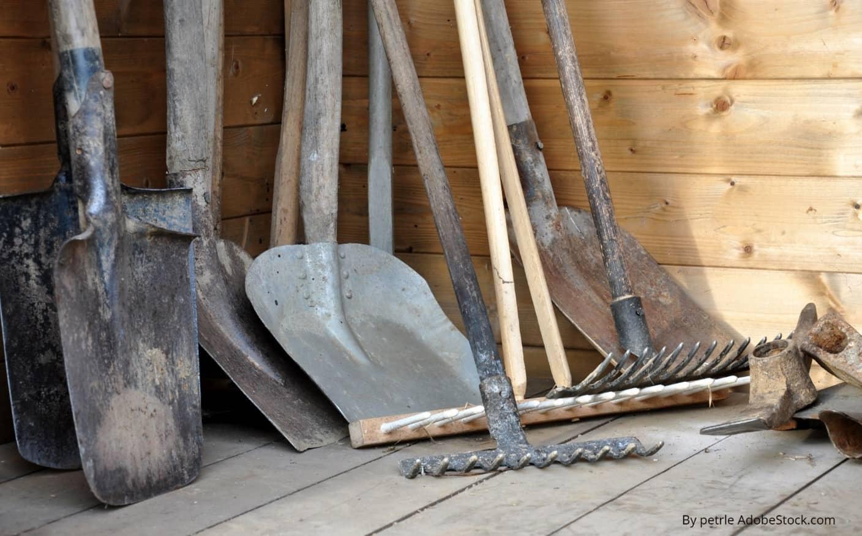 dārza instrumentu tīrīšana