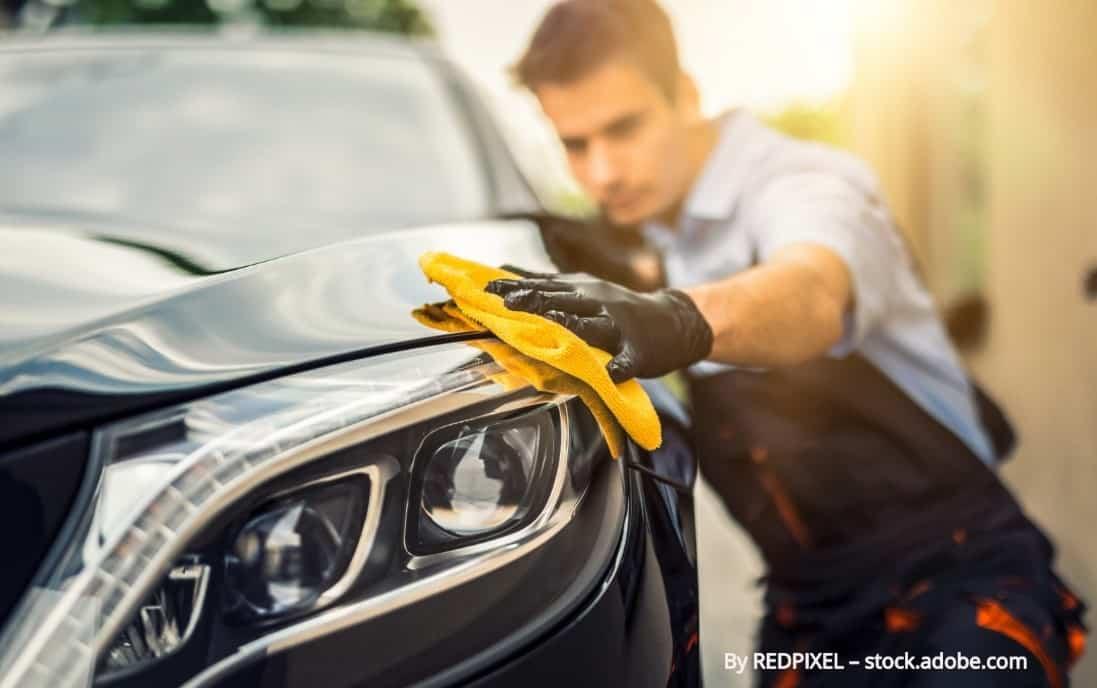 Automašīnas tīrīšana sliktos laikapstākļos