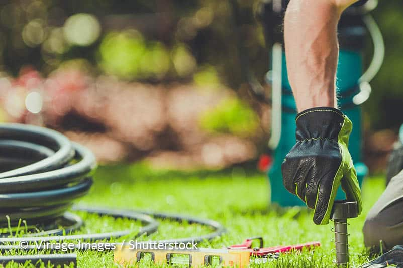 Bovengrondse tuinsproeier reinigen