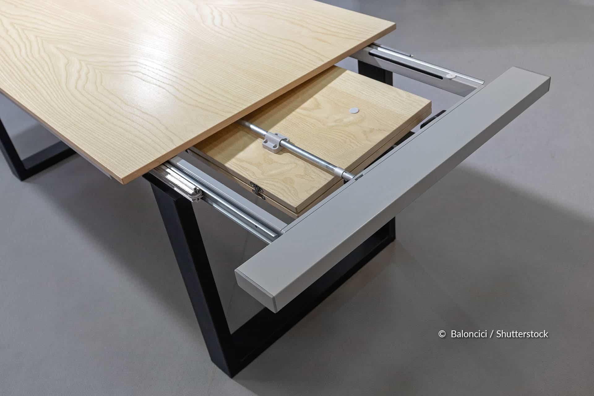 Comment débloquer les rails d'une table extensible?
