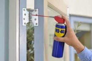 Onderhoud en smeer de scharnieren van je deur!