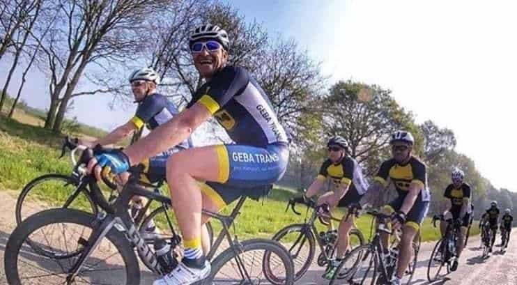 BIKE-fietsers-bicyclettes-droog en stoffig terrein - schoonmaken - Velofolllies