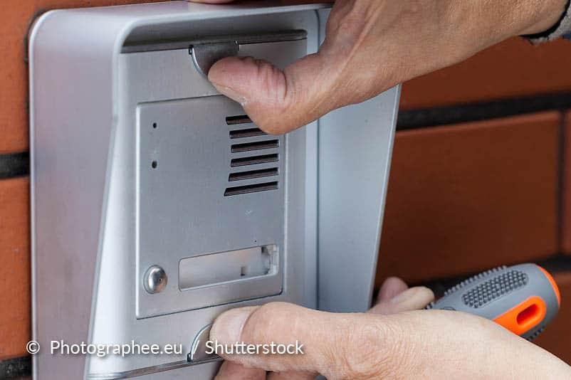 Maak de deurbel knop schoon