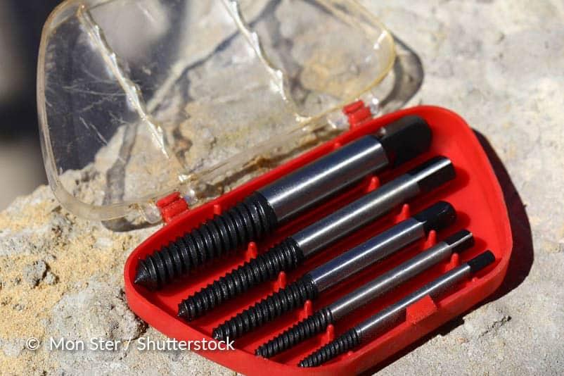 Gebruik een extractie kit om de bout te verwijderen.