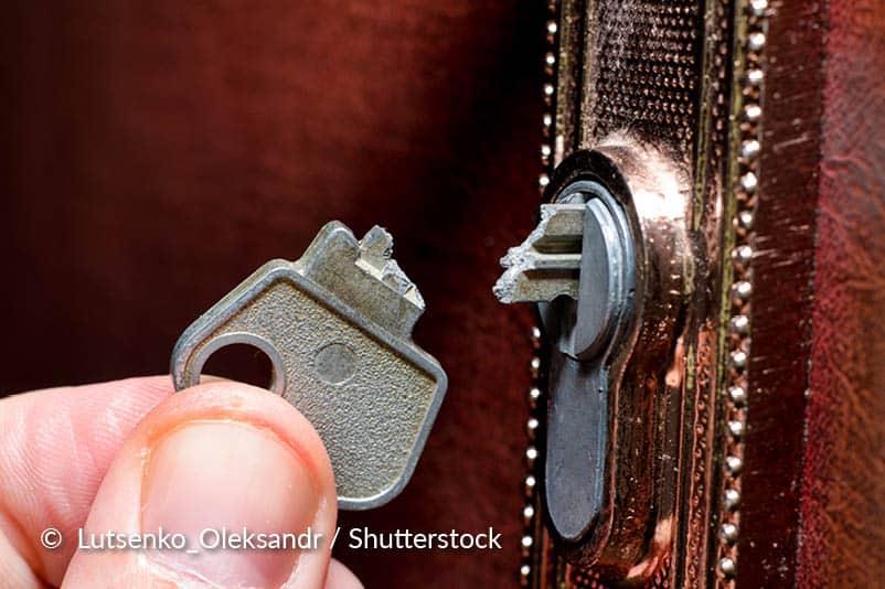 Verwijder de gebroken sleutel