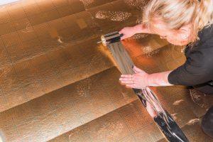 Usuwanie zadrapań z podłogi dzięki preparatom działającym jako środek do usuwania zadrapań