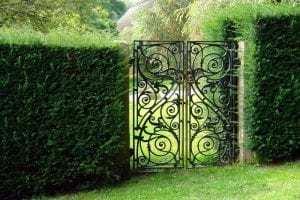 Jak dbać o metalowe bramy ogrodowe?- proste rady i wskazówki