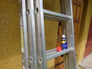 Czyszczenie drabiny aluminiowej preparatem WD-40