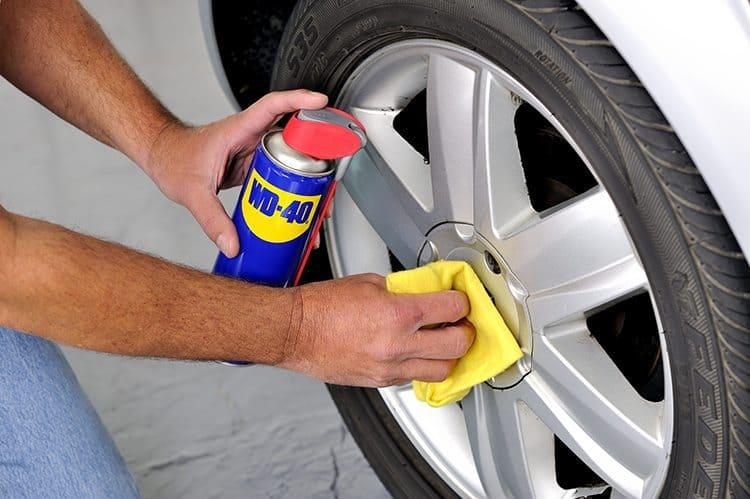 Lavar e limpar jantes do carro com WD-40