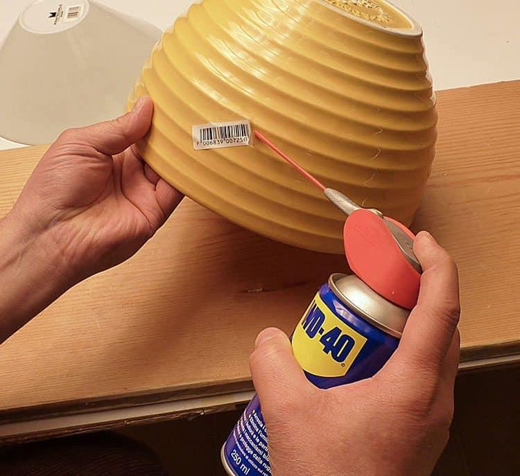 Como tirar autocolantes ou adesivos com WD-40