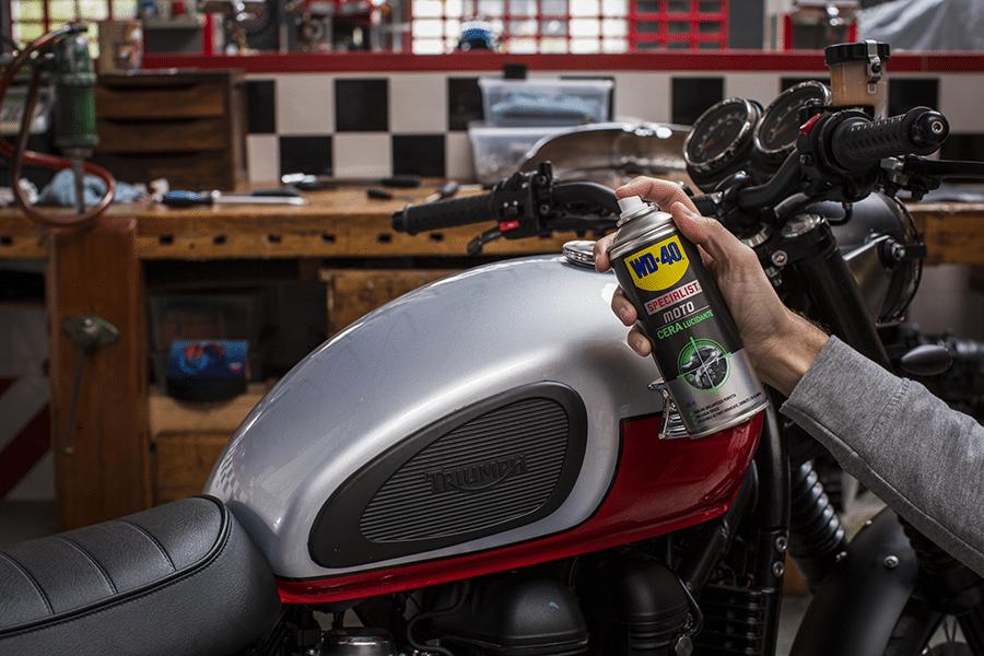 Como polir a moto sem deixar marcas