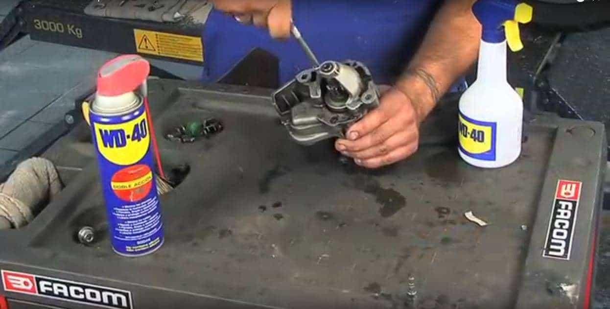 Limpar motor de arranque da moto com WD-40