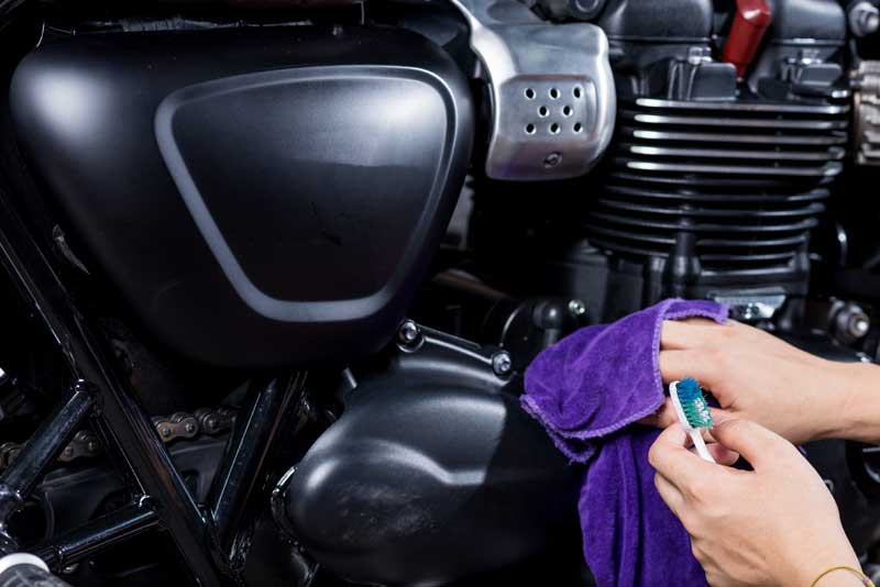 motorcycles detailing series : cleaning vintage motorcycle engin