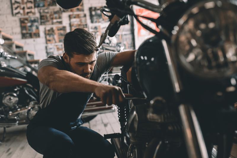 Limpeza do motor arranque da moto wd40