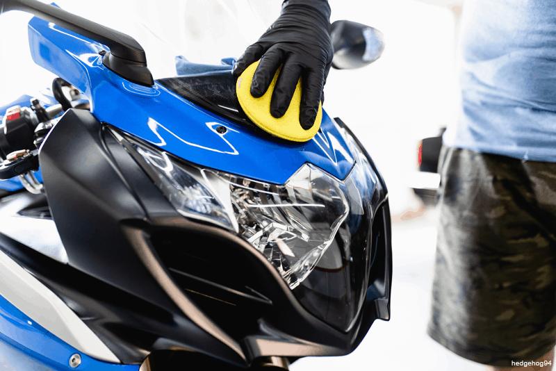 Manutencao Moto: dar brilho aos acabamentos