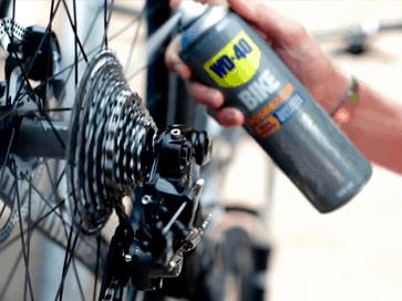 Desengordurar a corrente da bicicleta com WD-40 BIKE