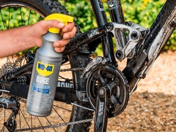 Lavar suspensões da bicicleta com limpeza total WD-40 BIKE