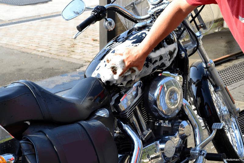 Lavagem da moto em poucos minutos - WD-40