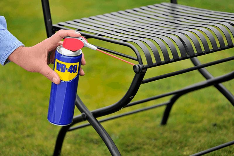 Proteger as cadeiras de exterior da ferrugem - WD-40