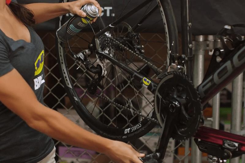 Como tirar ferrugem dos carretos da bicicleta com WD-40