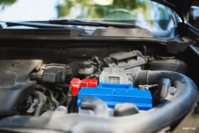 Limpar os contactos elétricos do carro com WD-40 Specialist