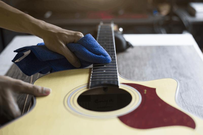 limpar cordas guitarra