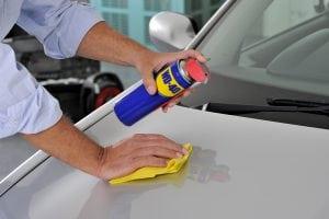 Cum să cureți mașina pentru a fi strălucitor de curată