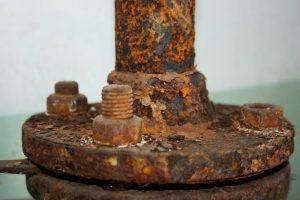 Cum slăbeşti piuliţele şi şuruburile ruginite