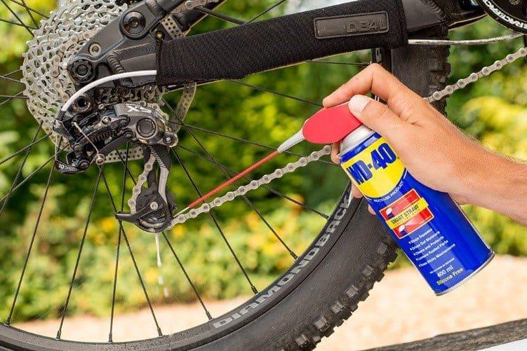 curățare lant de bicicletă