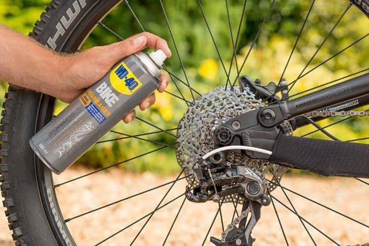 curățarea lanțului de bicicletă