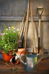 Ghid de curăţare uşoară a uneltelor de grădină