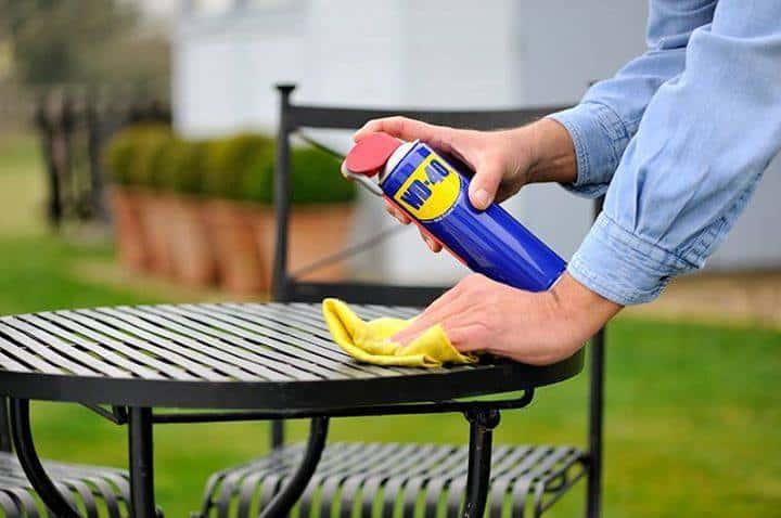 curățarea mobilierului de gradina
