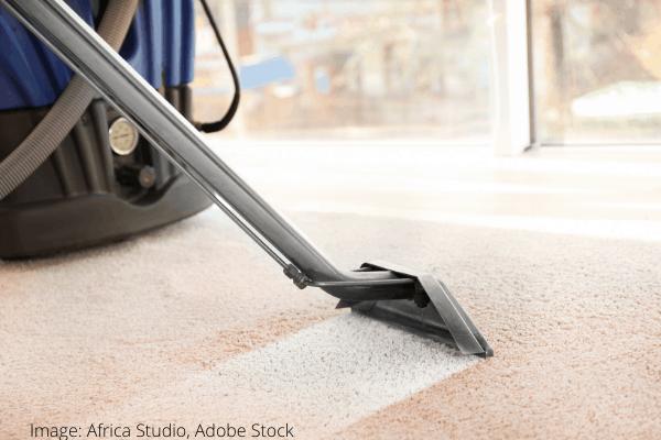 Curățarea petelor de ruj de pe covor